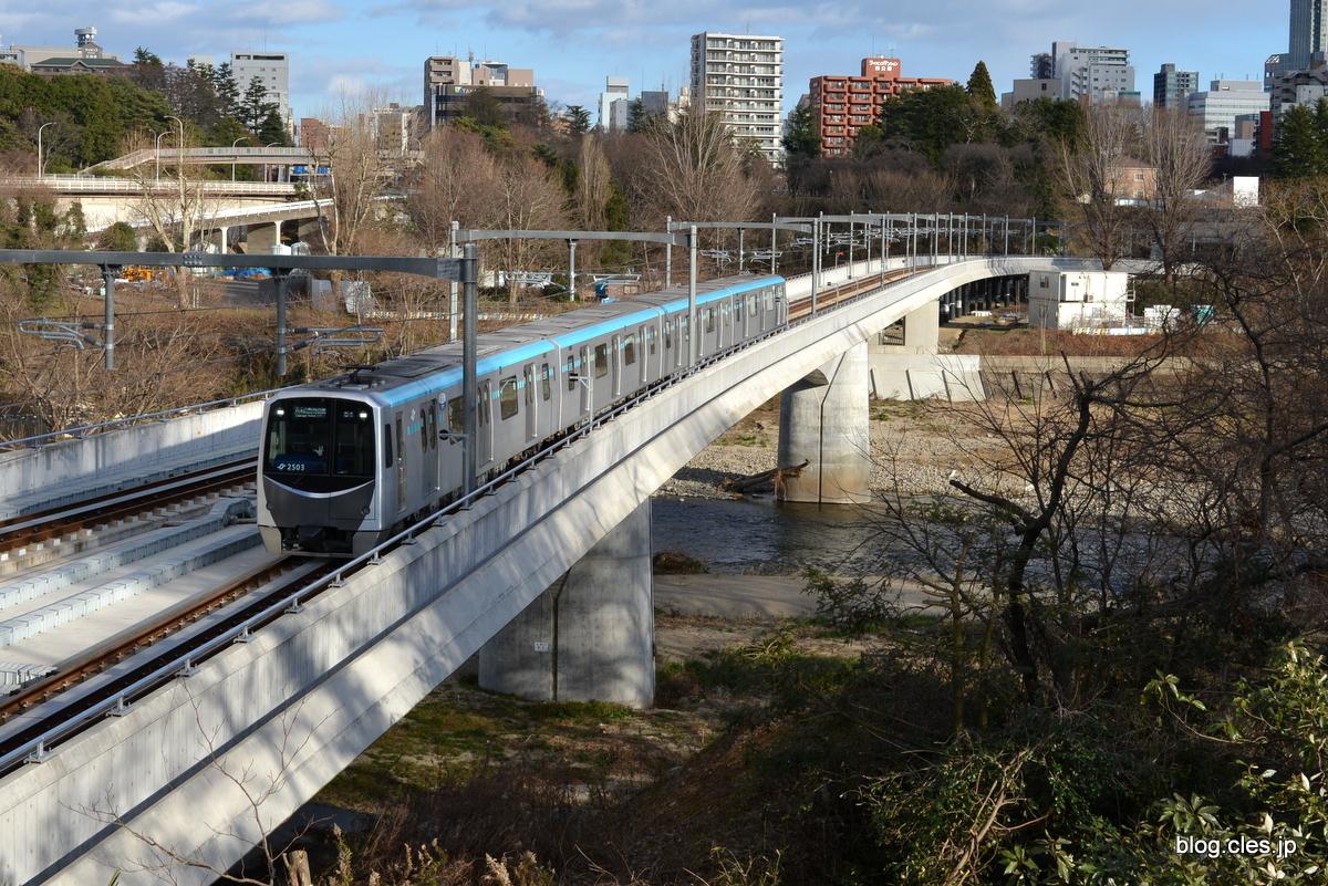 地下鉄東西線は広瀬川を橋で渡る